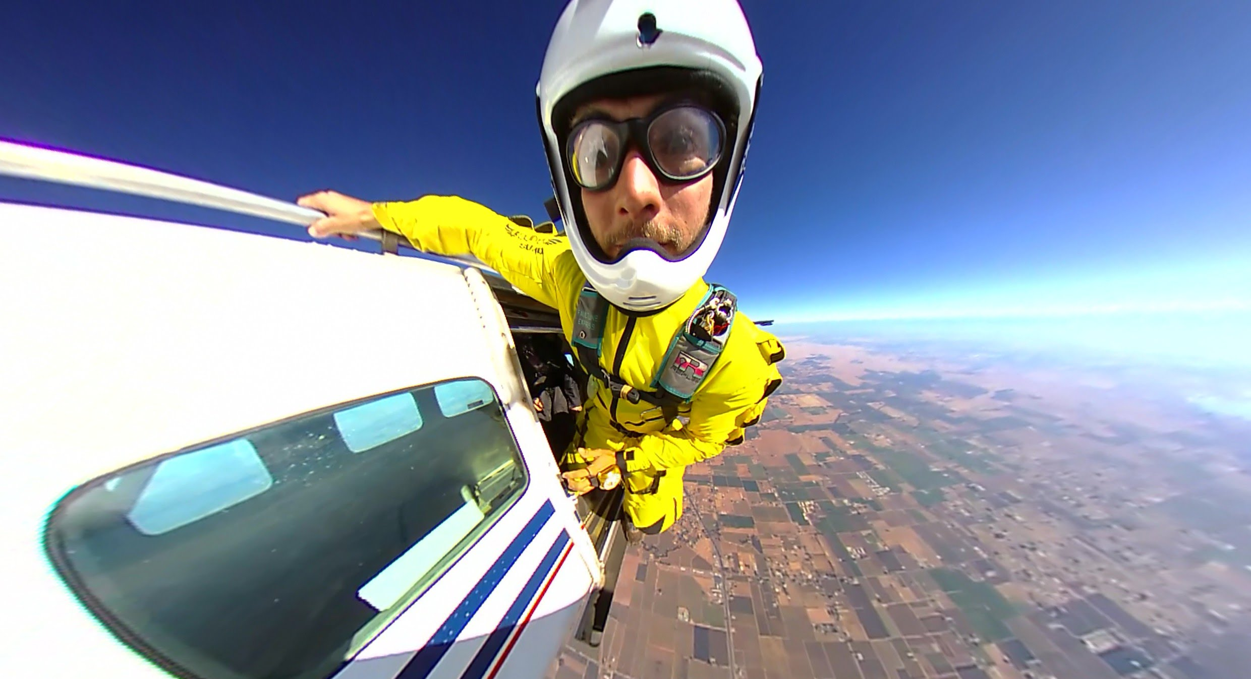 360fly: Skydiving with Caio Feto